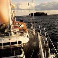 Wir übersetzen auch Ihren Segelschein, damit Sie schon in diesem Sommer auf der Elbe segeln können.